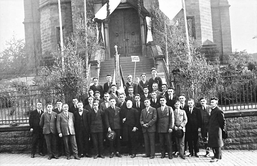 1928-pfarrer-dr-niklas-und-gesellenverein_0001