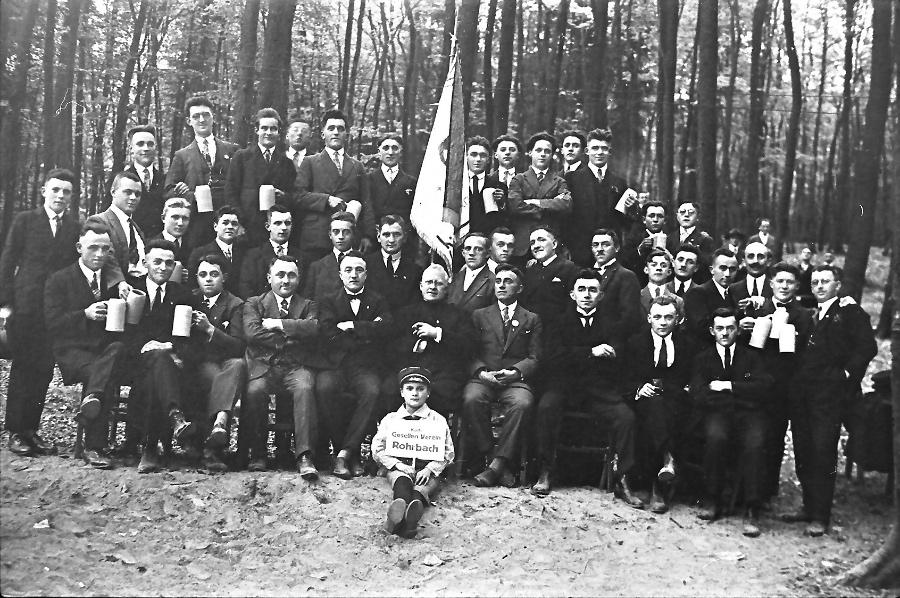 1928-pfarrer-dr-niklas-und-gesellenverein_0002